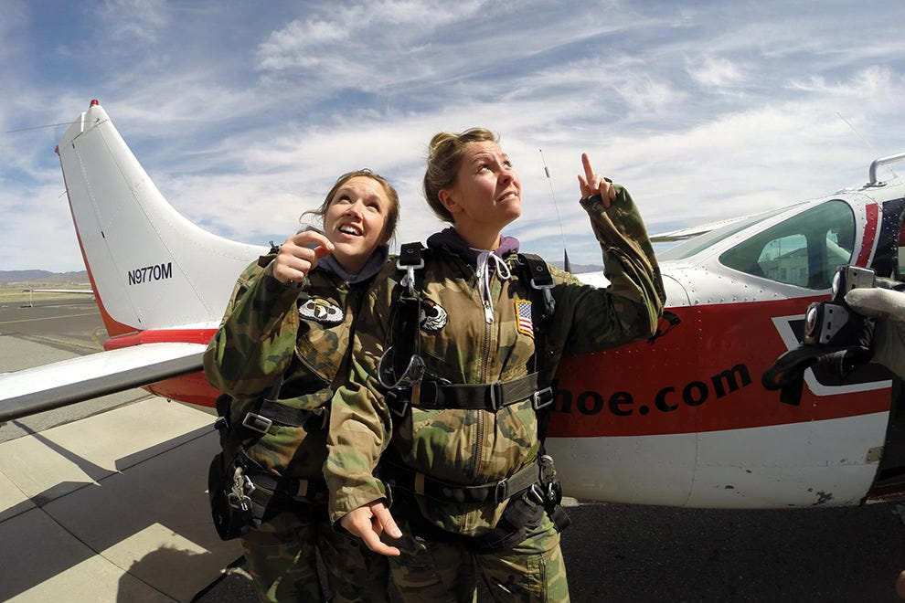 Passengers get partnered up with professional tandem instructors to ensure a safe flight