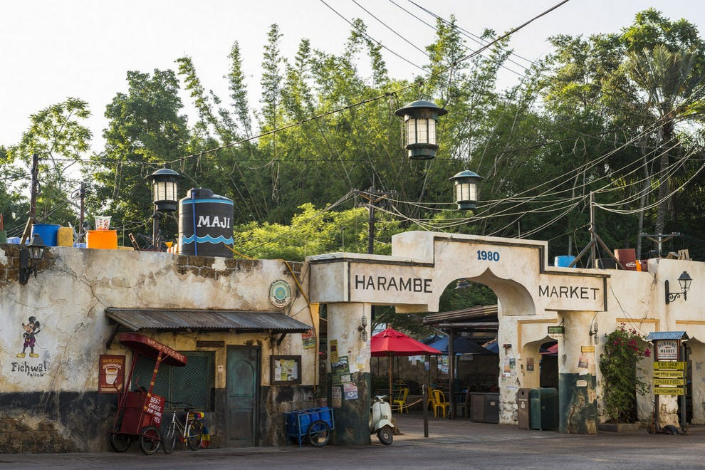 No time for a Dawa pit stop? You'll find beer, wine and African rum cocktails to go at Wanjohi Refreshments inside the all new Harambe Market.