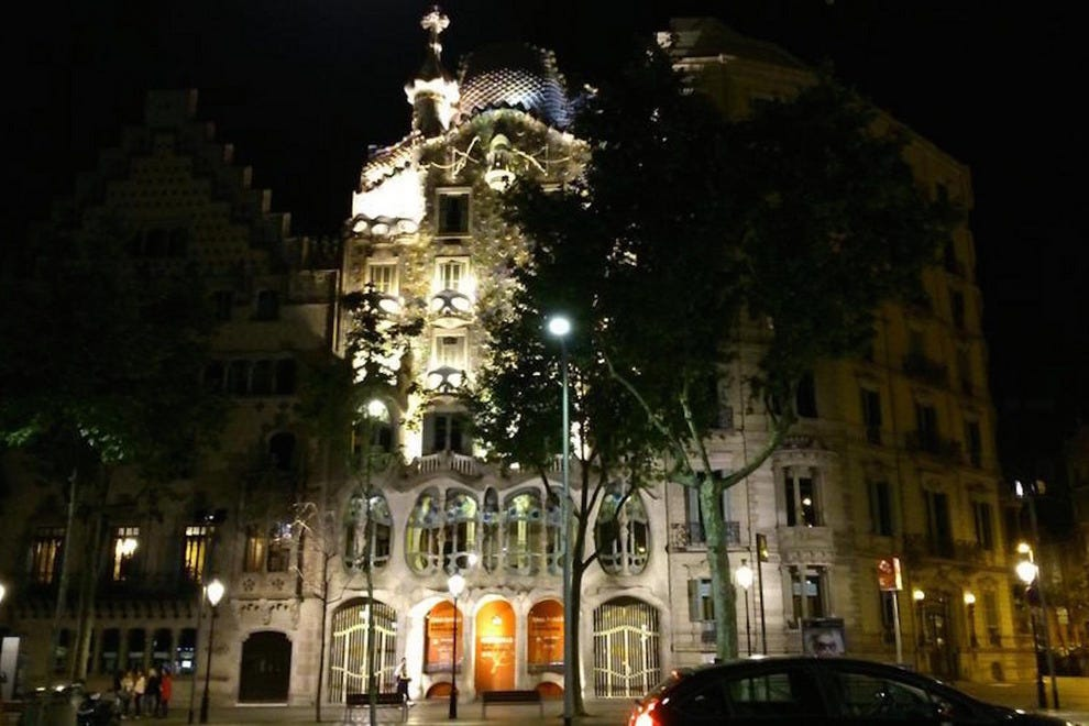 Exterior of Casa Batllo at night