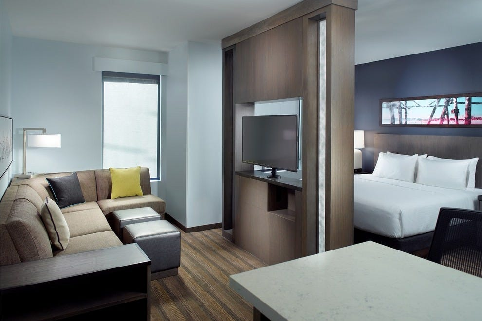 A one king bedroom suite in Hyatt House Atlanta/Downtown
