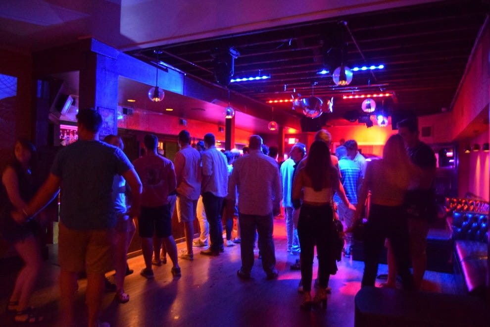 Nightclubs & Pubs - The Transgender Guide