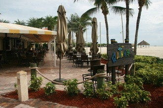 Drinks on the Beach in Naples, Florida: The Quintessential Vacation Experience