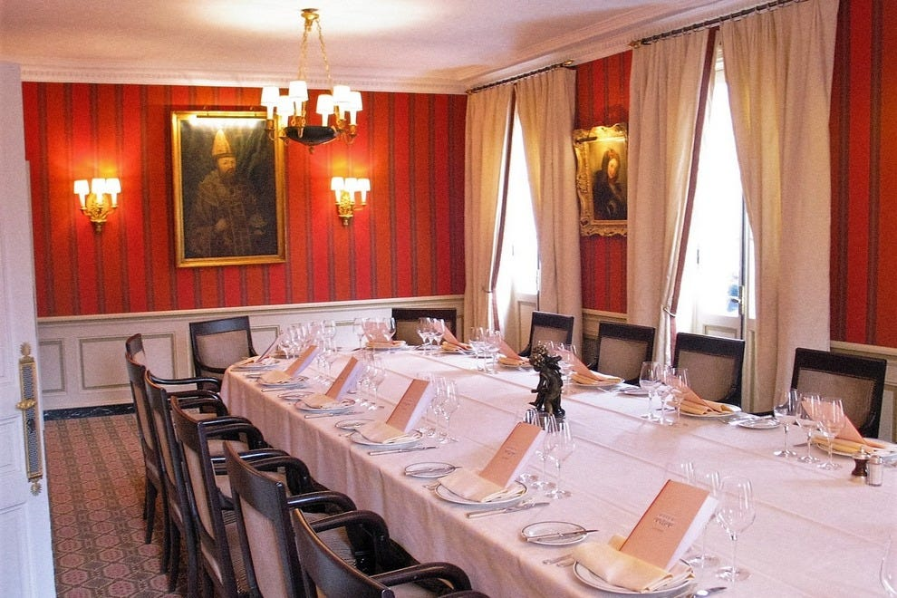 Laurent restaurant a paris power table with a gastronomic for Most beautiful dining rooms in paris