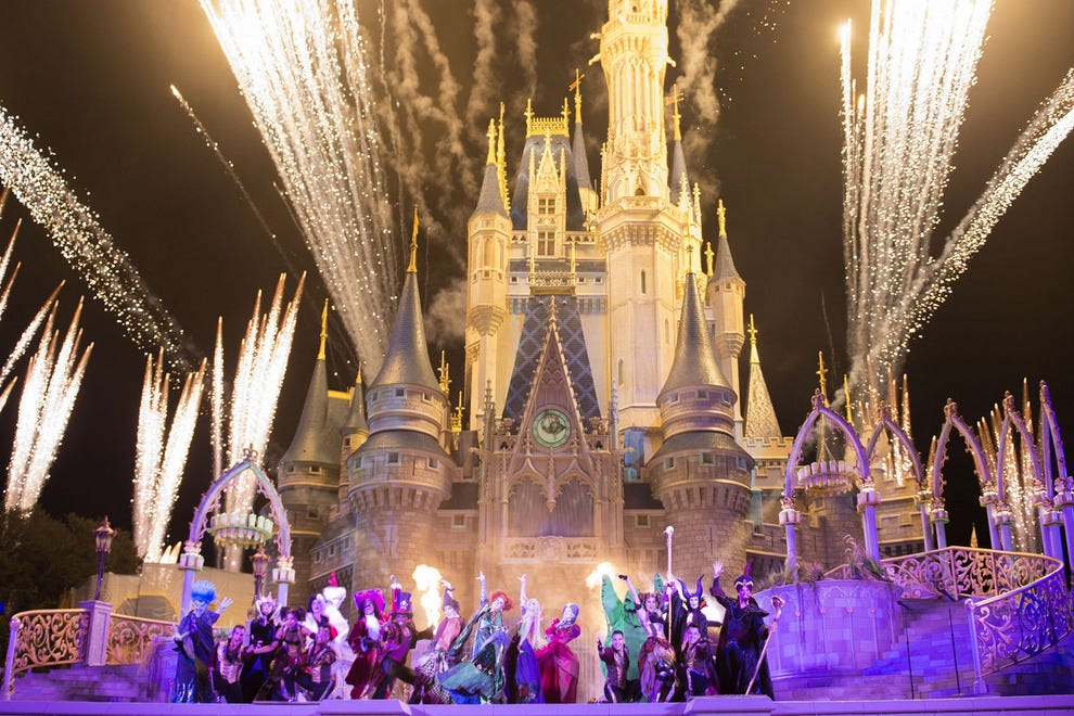 "Beautiful holiday projections, dancers and special effects abound at the new ""'Hocus Pocus' Villain Spelltacular"""