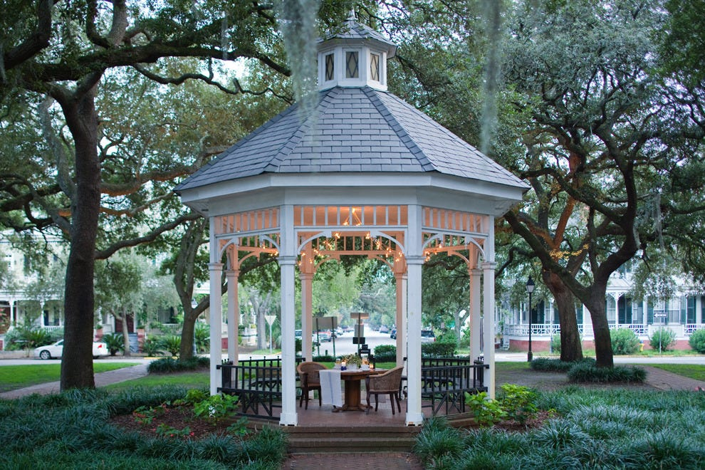 Mix up ghost tours with romantic dinners in Savannah's picturesque historic district