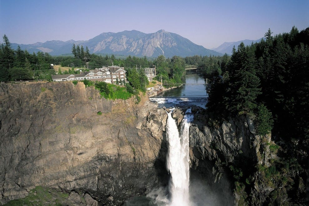 The mighty falls roar at Snoqualmie