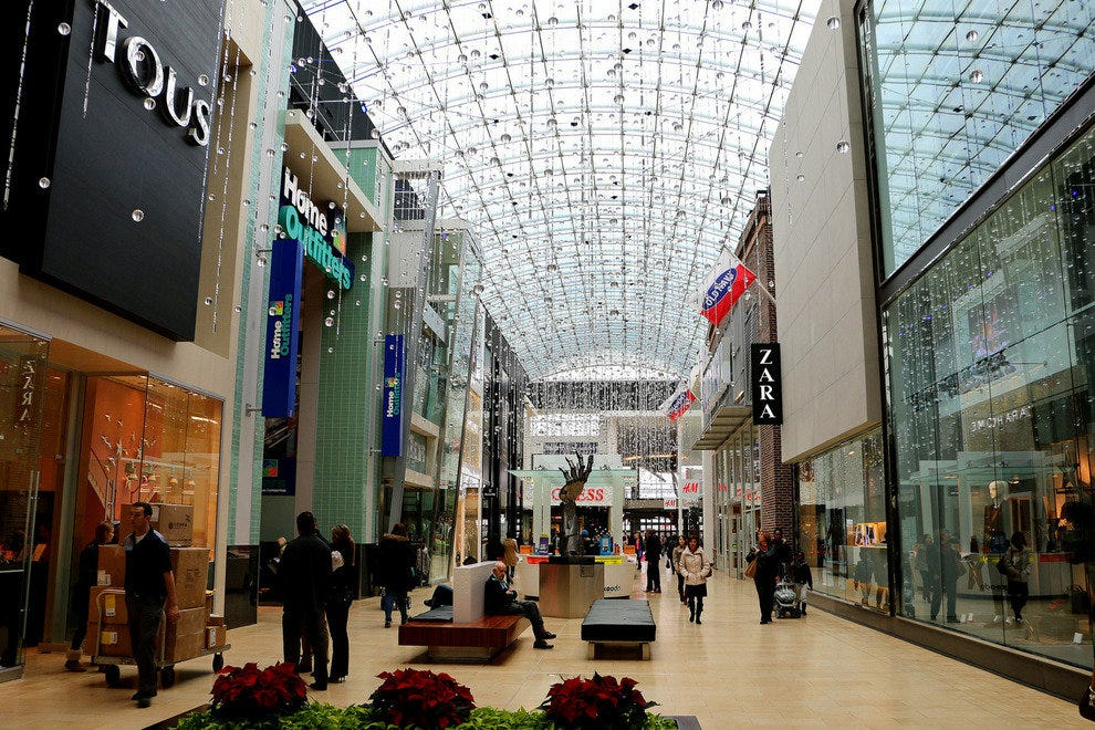 74efcbaafb Yorkdale Shopping Centre  Toronto Shopping Review - 10Best Experts ...