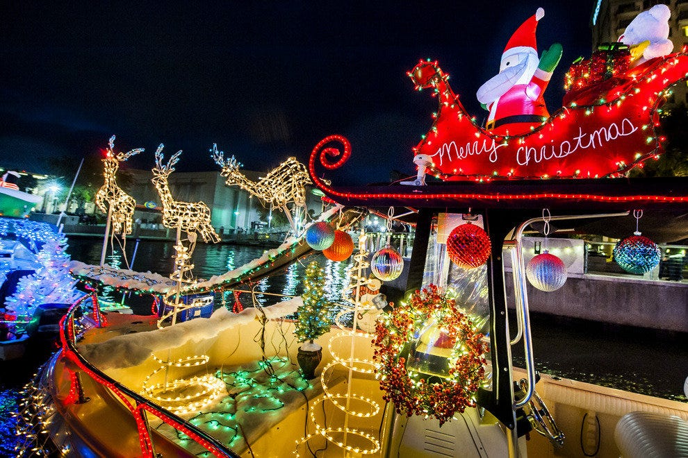 Naples Christmas Parade 2019.Things To Do In December Attractions In Savannah