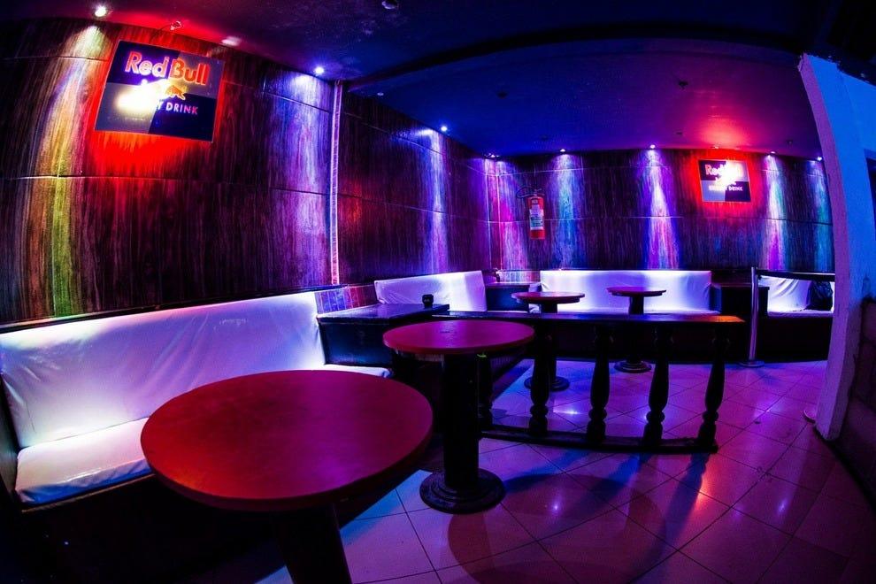 New mariuzinn copacabana rio de janeiro nightlife review for Miroir night club rio de janeiro