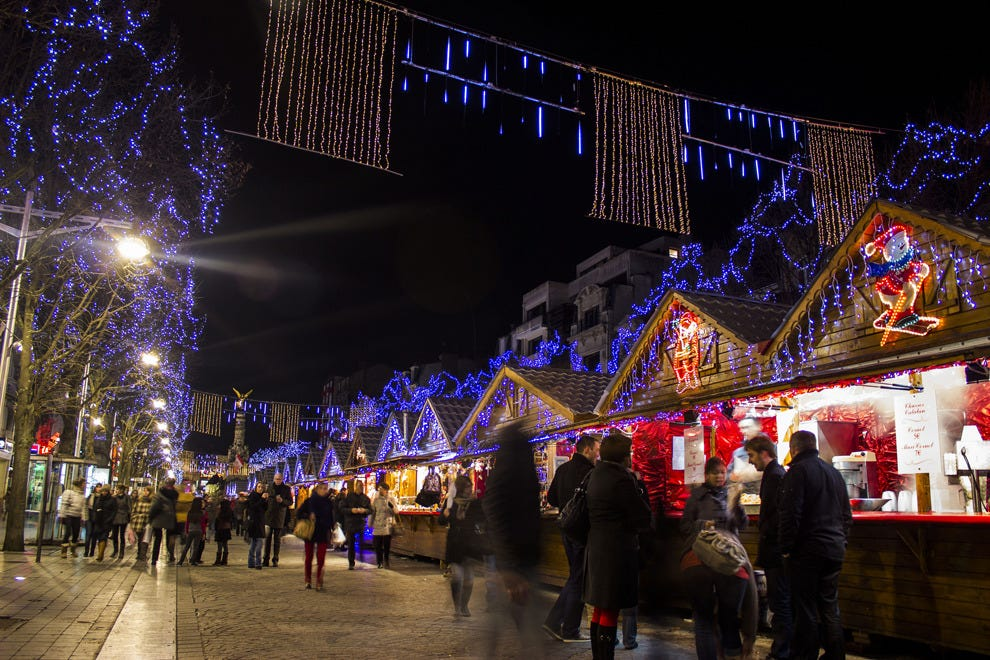 Drink Champagne in the Champagne region at the Reims Christmas market