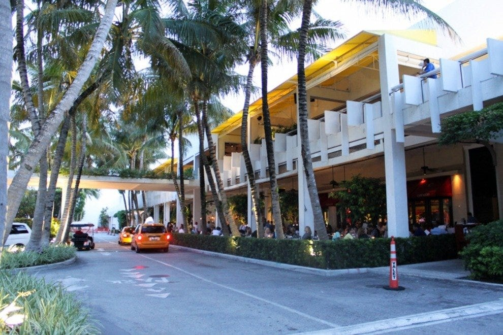 Lincoln road mall strip in fl