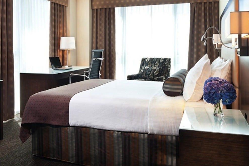温哥华市中心假日酒店及套房