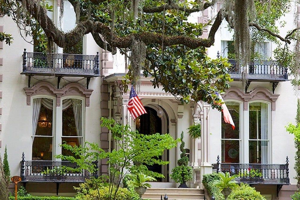 Savannah historic district hotels in savannah ga for Historic houses in savannah ga