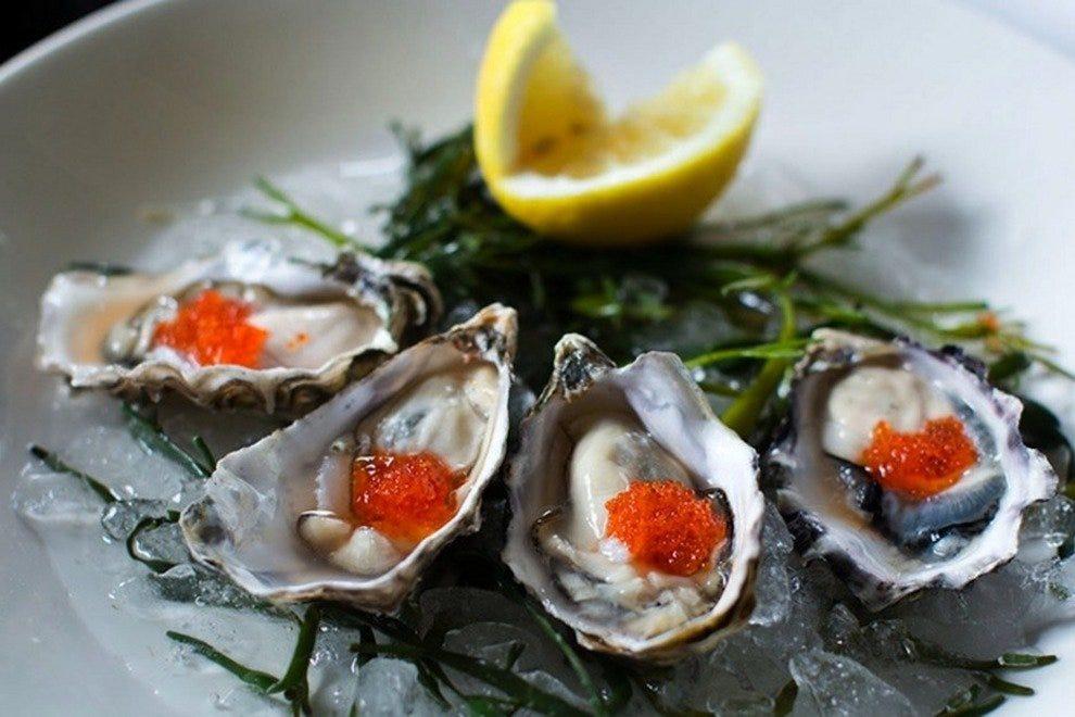码头牡蛎酒吧和海鲜烧烤
