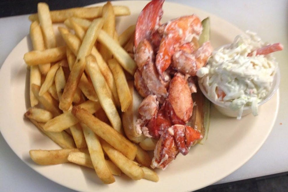 Vote eagles nest resturant best lobster roll in maine