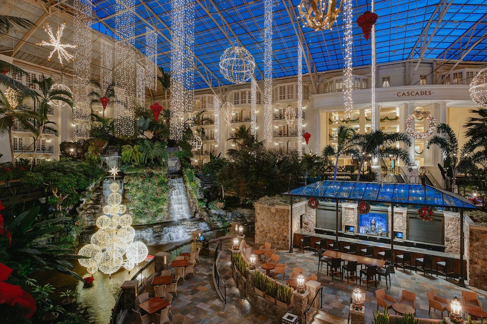 10 festive reasons to celebrate the holidays at opryland