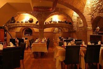里斯本的浪漫晚餐。在什么地方吃特殊的食物。