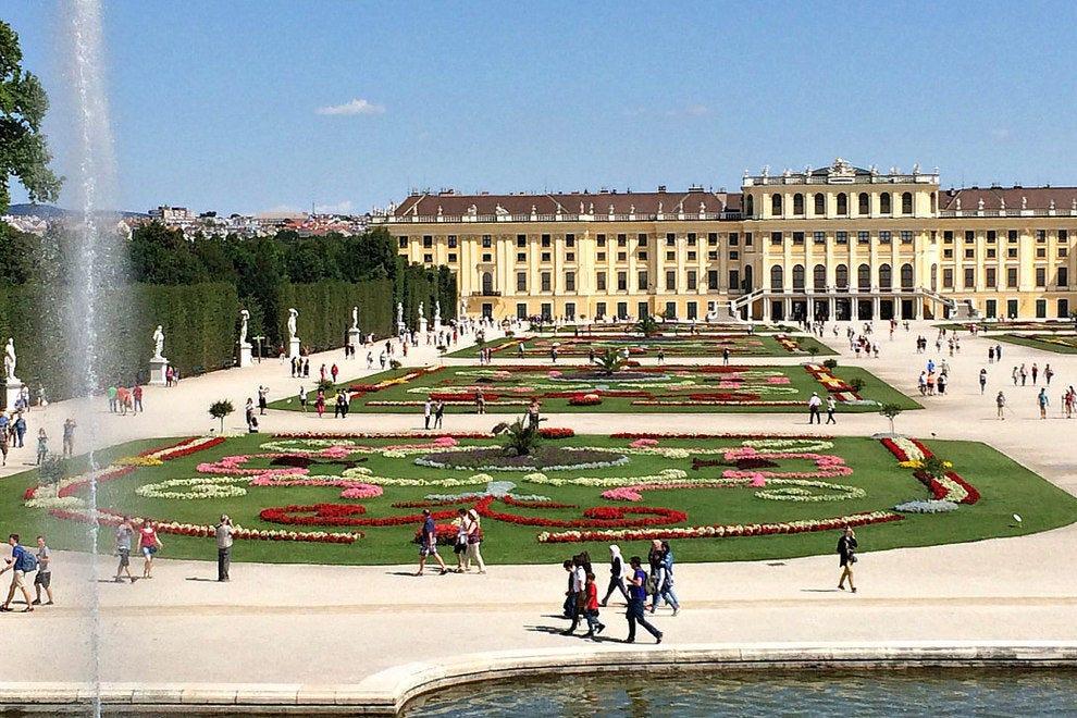 Дворец Шенбрунн Достопремечательности Вены Достопремечательности Вены vienna pictures palaces 15 54 990x660