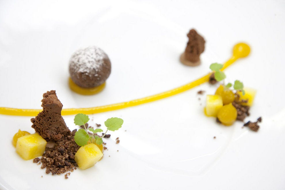 Pastry chef Leitner's baked chocolate praliné with mango and crumbles