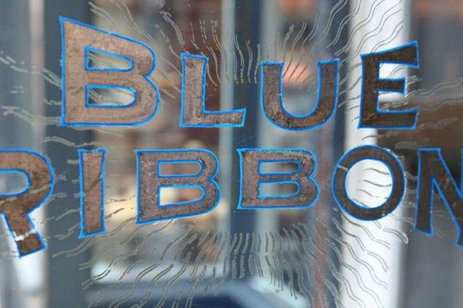 蓝丝带胸罩