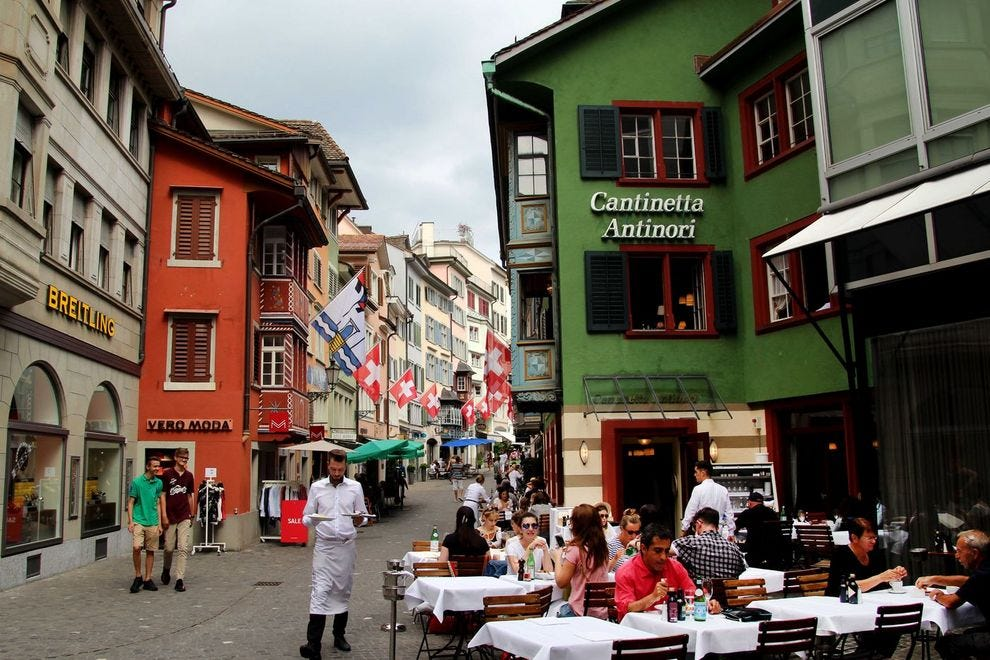 Švajcarska - Page 2 Switzerland--Zurich--Colorful-Street_54_990x660