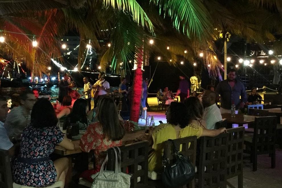 live rock jazz and salsa in cancuns bars and nightclubs