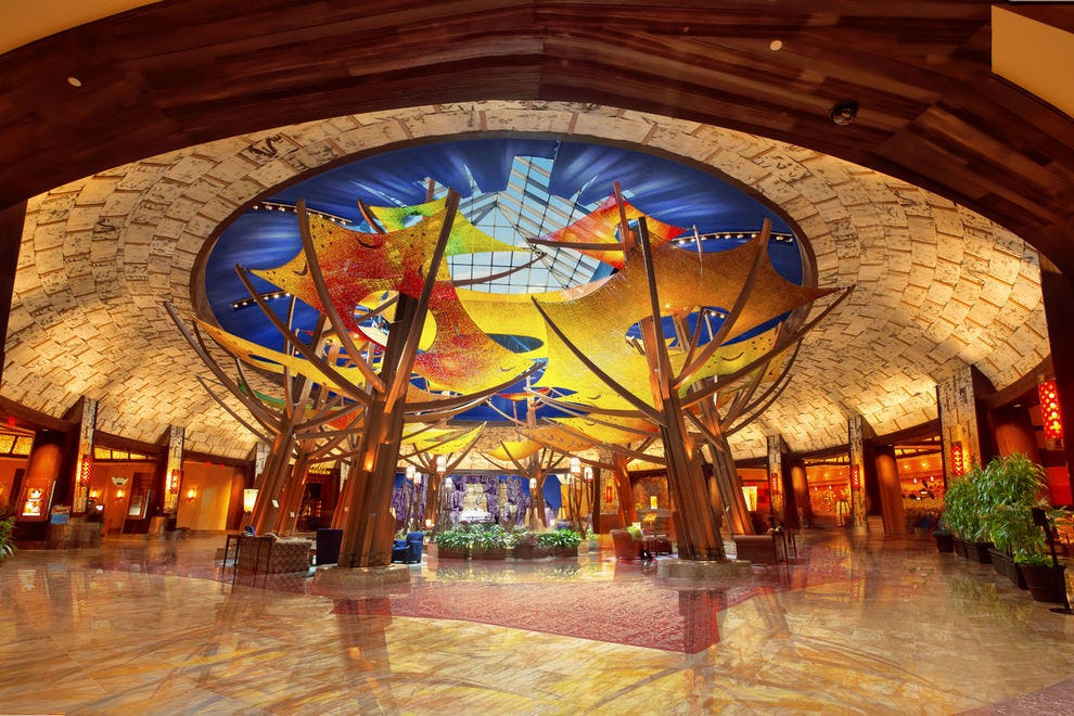 The Mohegan Sun can accommodate over 1,500 guests