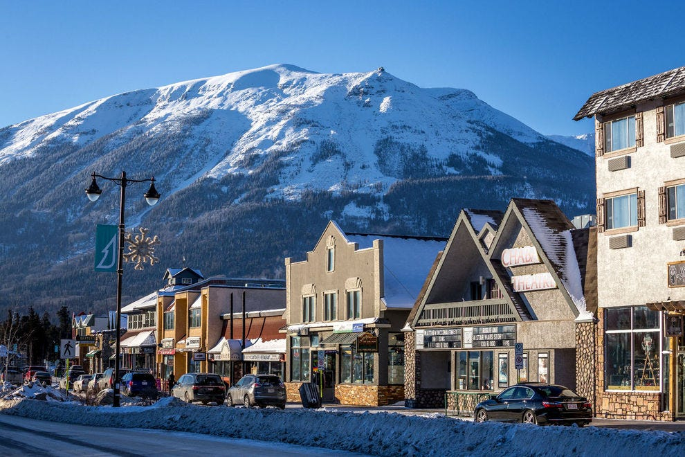 This former railway town offers convenient access to Jasper National Park