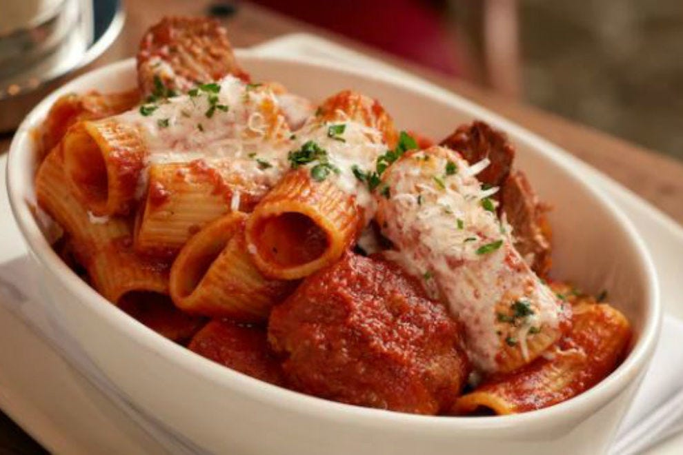 Le refuge d'Enzo a une ambiance secrète, mais une cuisine familiale consistante