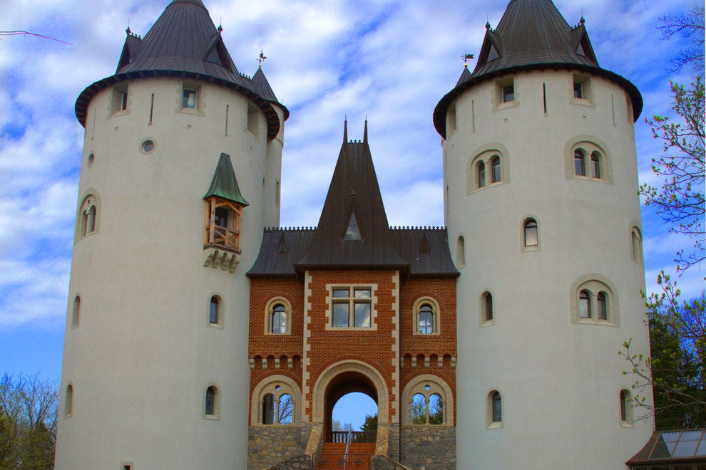"Castle Gwynn served as Taylor's palace in ""Love Story"""