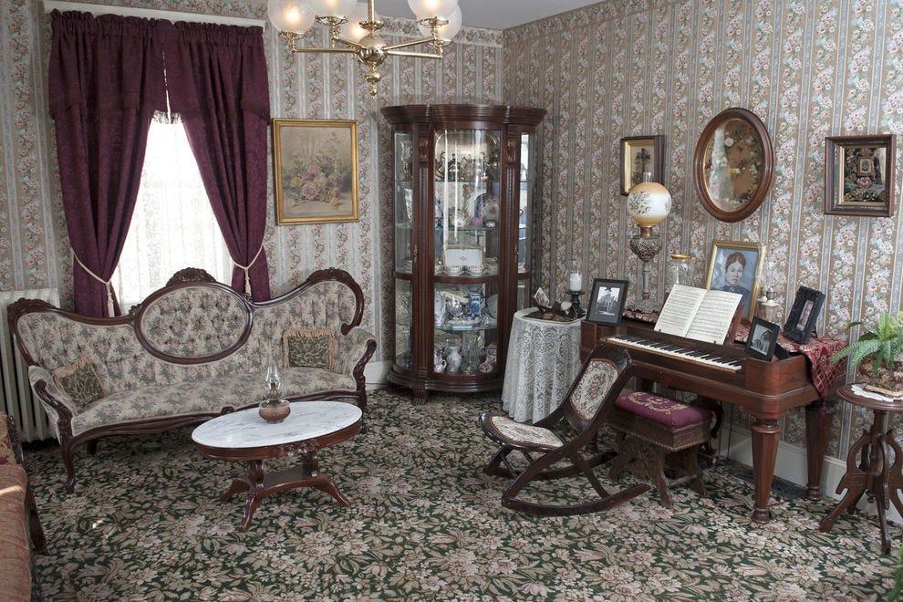 Lizzie Borden Bed & Breakfast