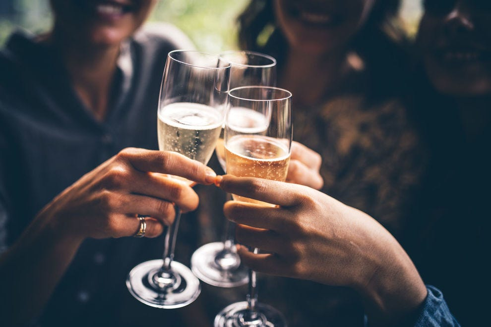 Sparkling wine in the U.S. is made using the méthode champenoise