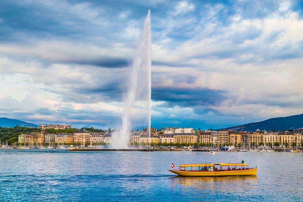 Jet d'Eau against the Geneva skyline