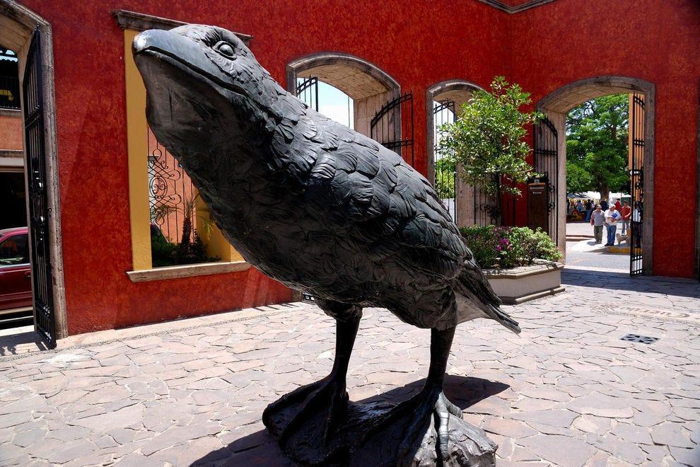 Estatua de cuervo