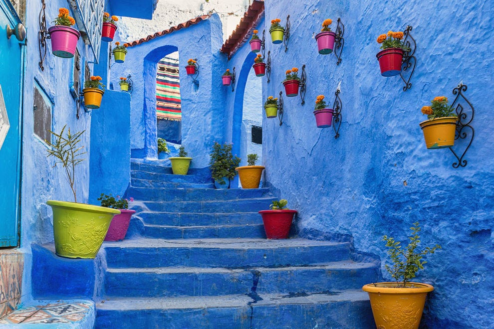 10 of the most beautiful alleys around the world