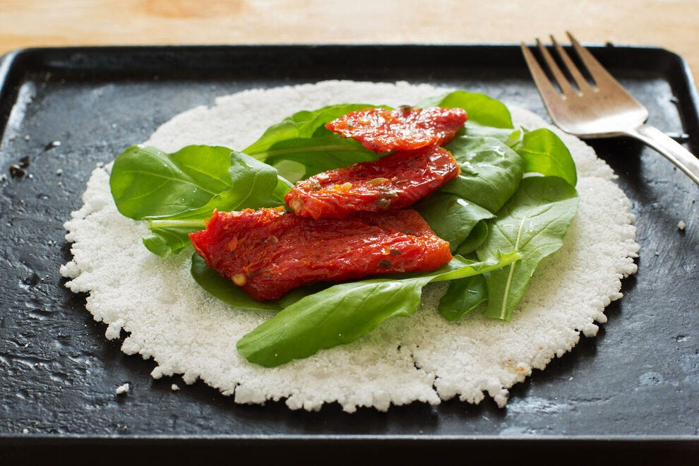 This casabe is topped with sun-dried tomatoes and rucola