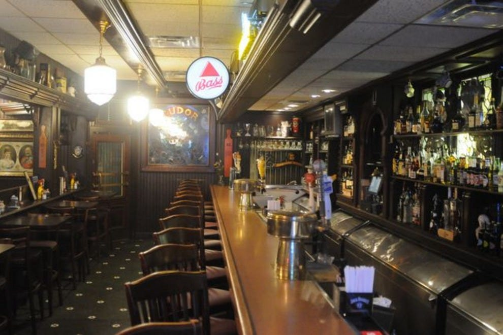 Aristocrat pub indianapolis nightlife review 10best for Indyanna pub