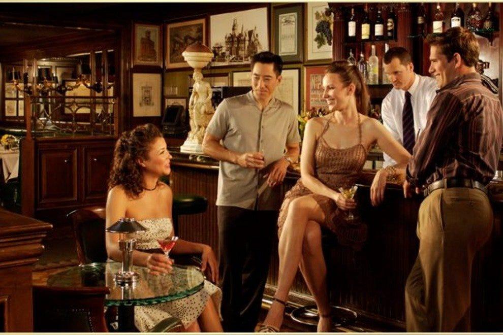 四大餐厅-鲜红色亨廷顿酒店
