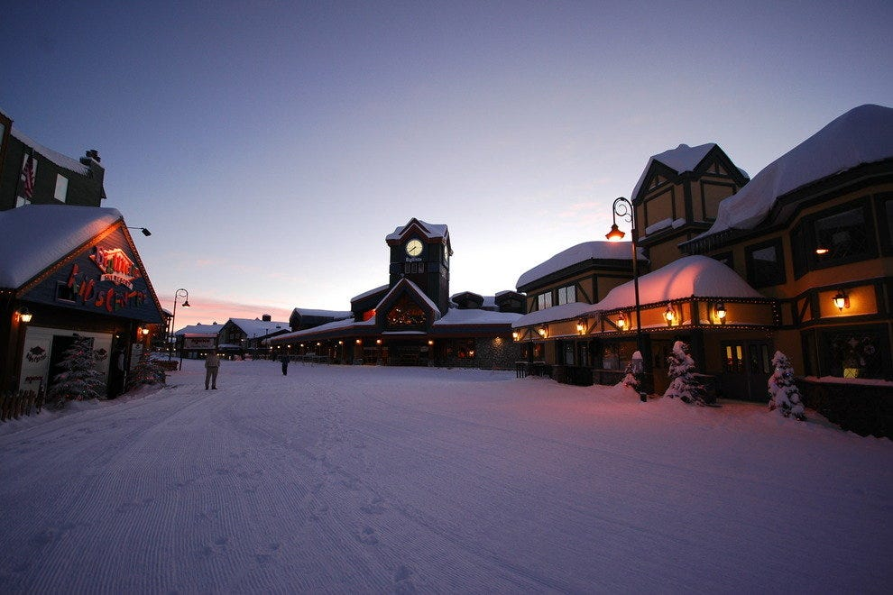 "Best Spring Break-Friendly Ski Resorts: <a target=""_blank"" href=""http://www.10best.com/Whistler,BC/"">Whistler Blackcomb, British Columbia, CN</a>"