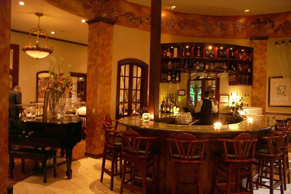 Houston restaurants restaurant reviews by 10best for Restaurant soustons