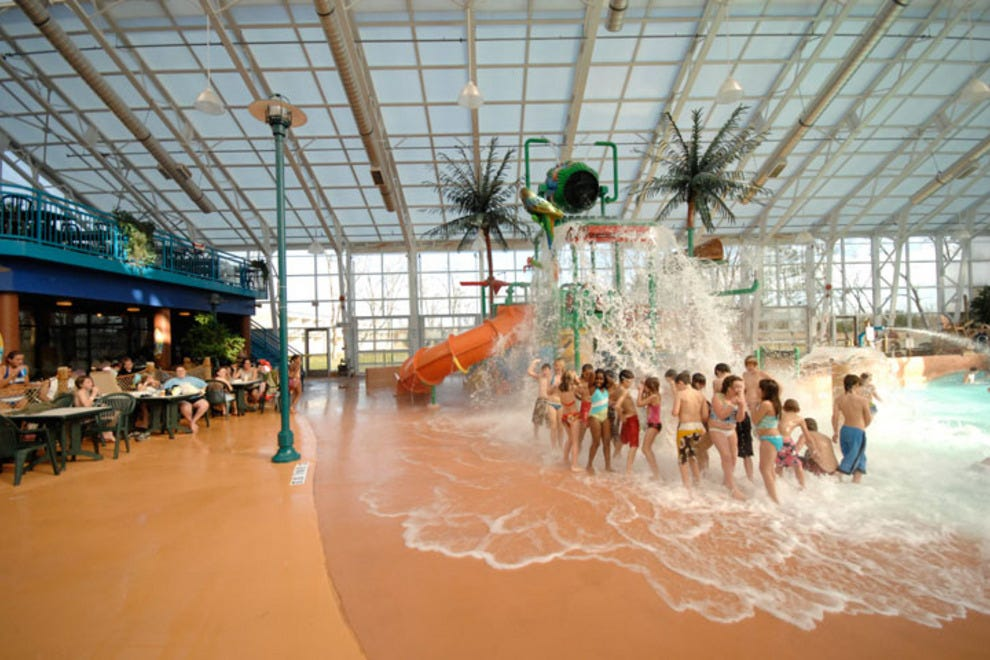 Waves water park niagara falls attractions review for Americana hotel nyc