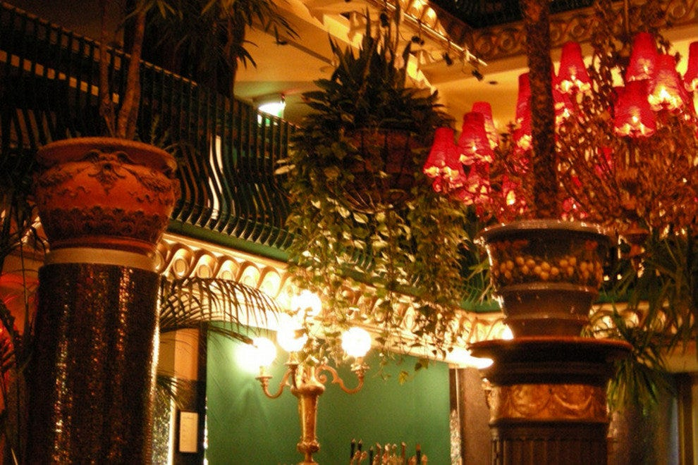 咖啡馆在塞纳河