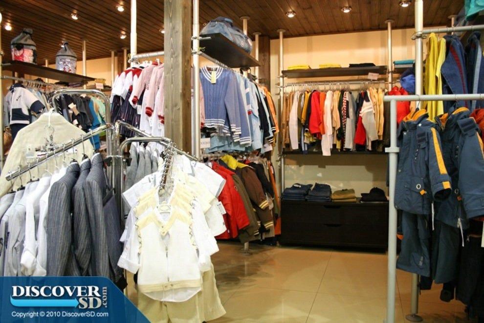 Elegant Wooden Wardrobe,Online Clothing Store - Buy Online